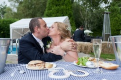 A kiss at the table
