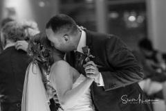 Kiss on the dancefloor